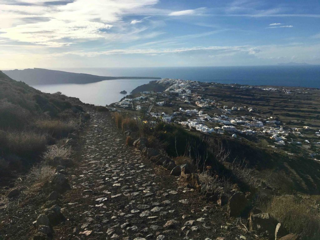 The path down to Oia.